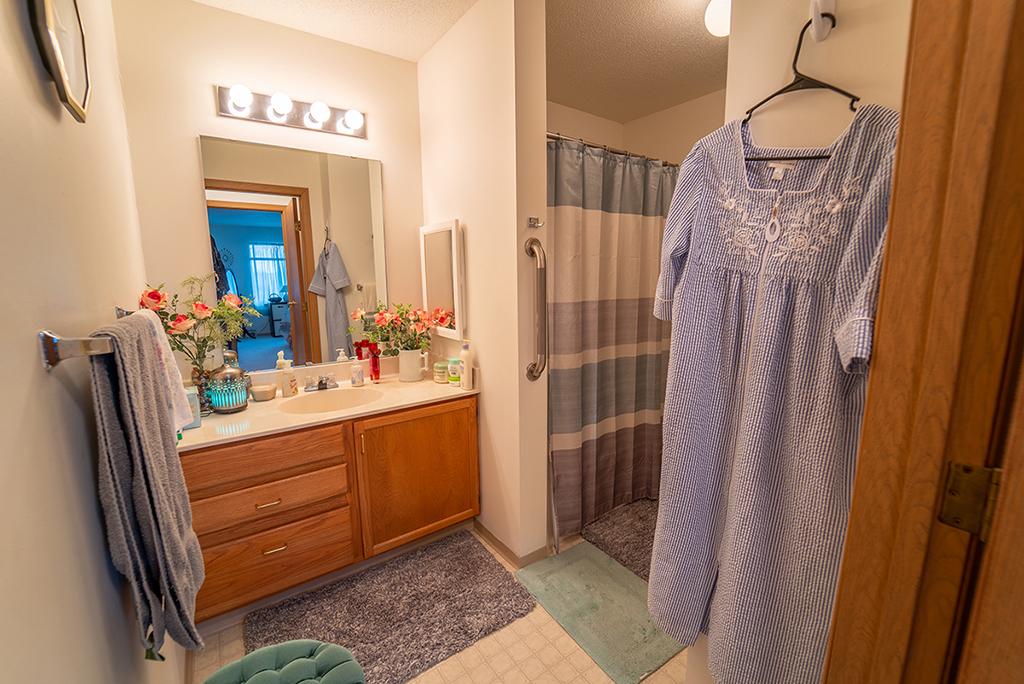 Northview Manor floor plan D Bathroom